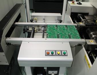 Montagem automatizada das placas